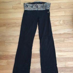 PINK bootcut legging with band